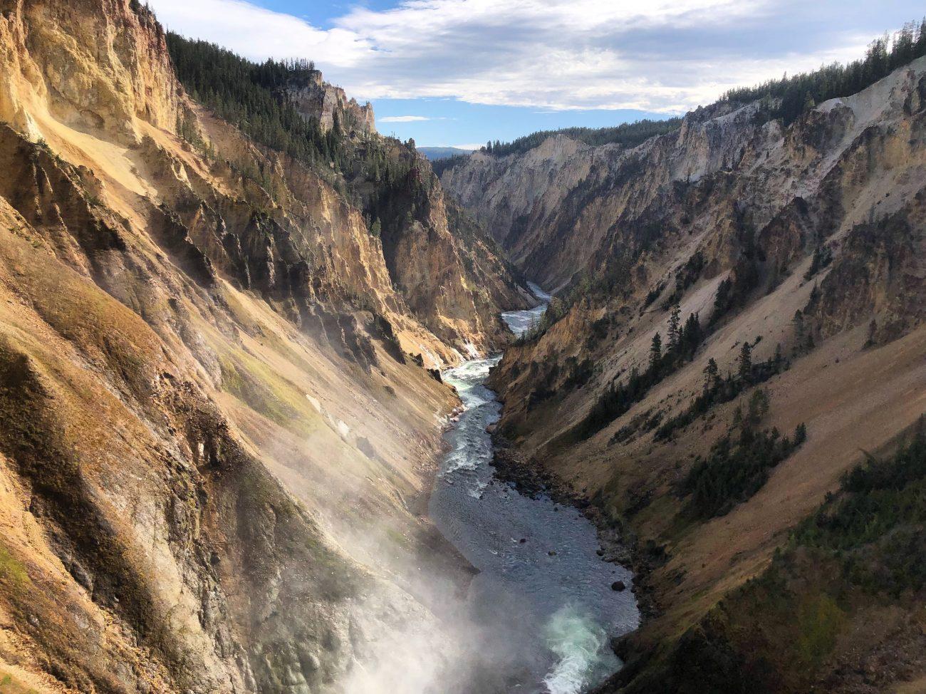 Visit Wyoming - Yellowstone National Park